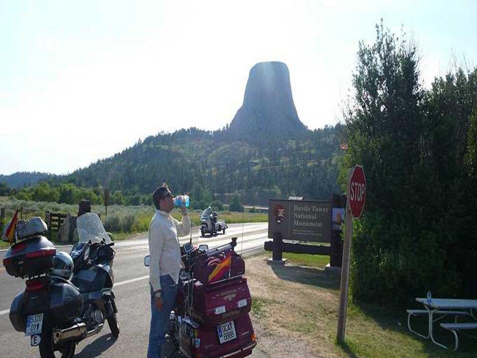 Devils Tower je čedičový sopouch bývalé sopky ve tvaru mohutného pařezu, který se nachází ve státě Wyoming USA.