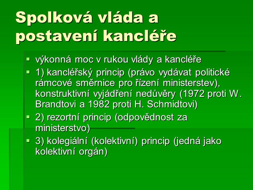 Spolková vláda a postavení kancléře  výkonná moc v rukou vlády a kancléře  1) kancléřský princip (právo vydávat politické rámcové směrnice pro řízen