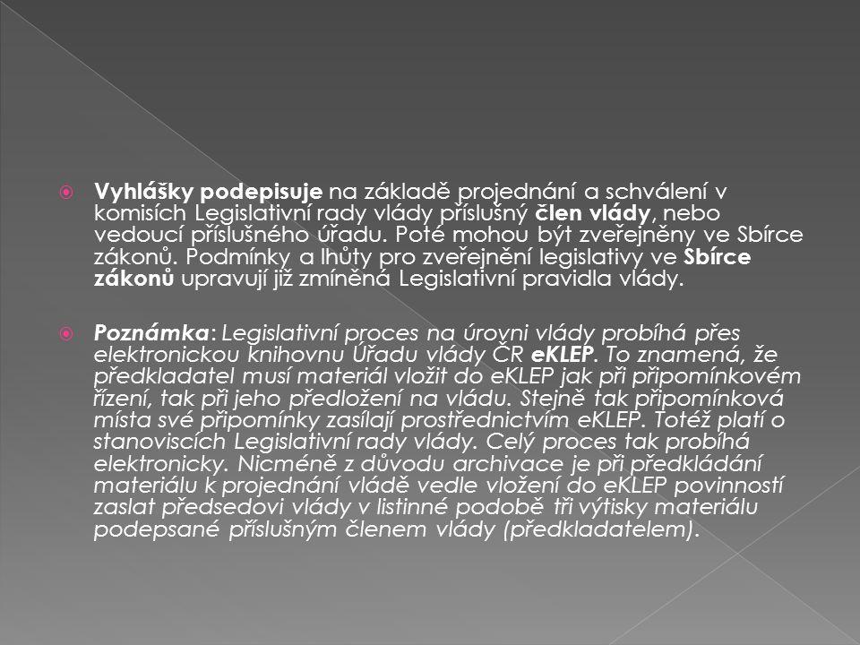  Vyhlášky podepisuje na základě projednání a schválení v komisích Legislativní rady vlády příslušný člen vlády, nebo vedoucí příslušného úřadu. Poté