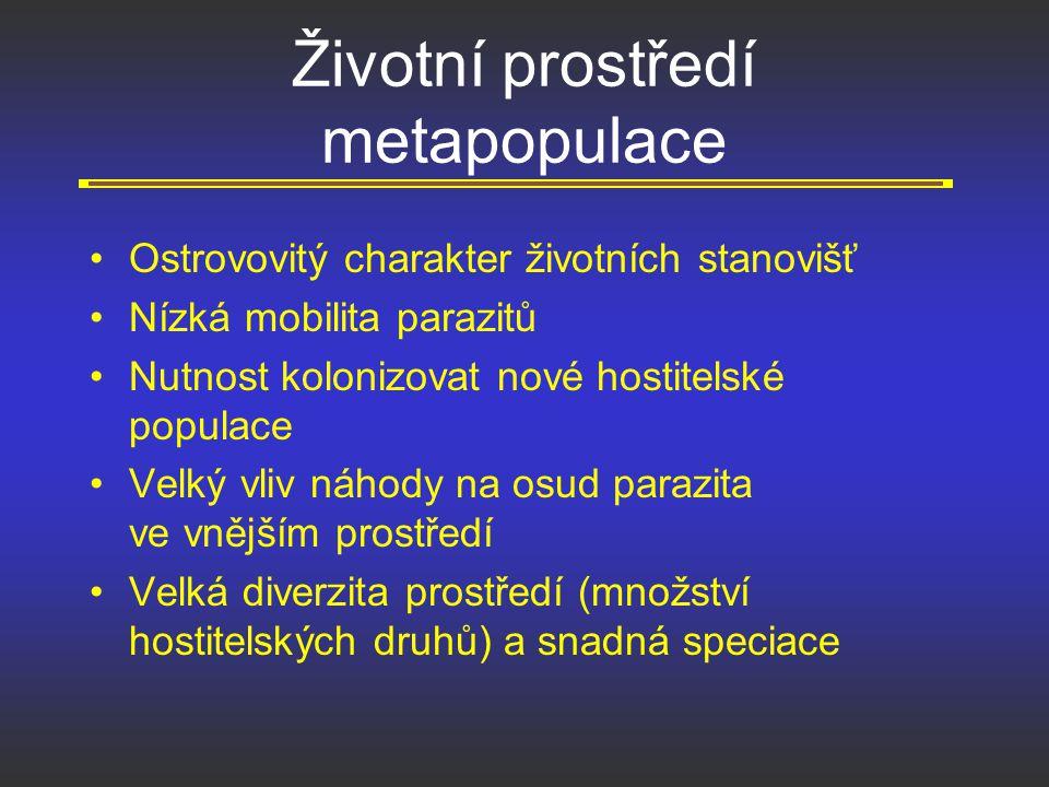 Více druhů parazitů mají druhy: s větší promiskuitou (primáti s větší promiskuitou mají více imunocytů) s pestřejšími potravními nároky vykazující intenzivnější migrací žijící neskrytým způsobem života