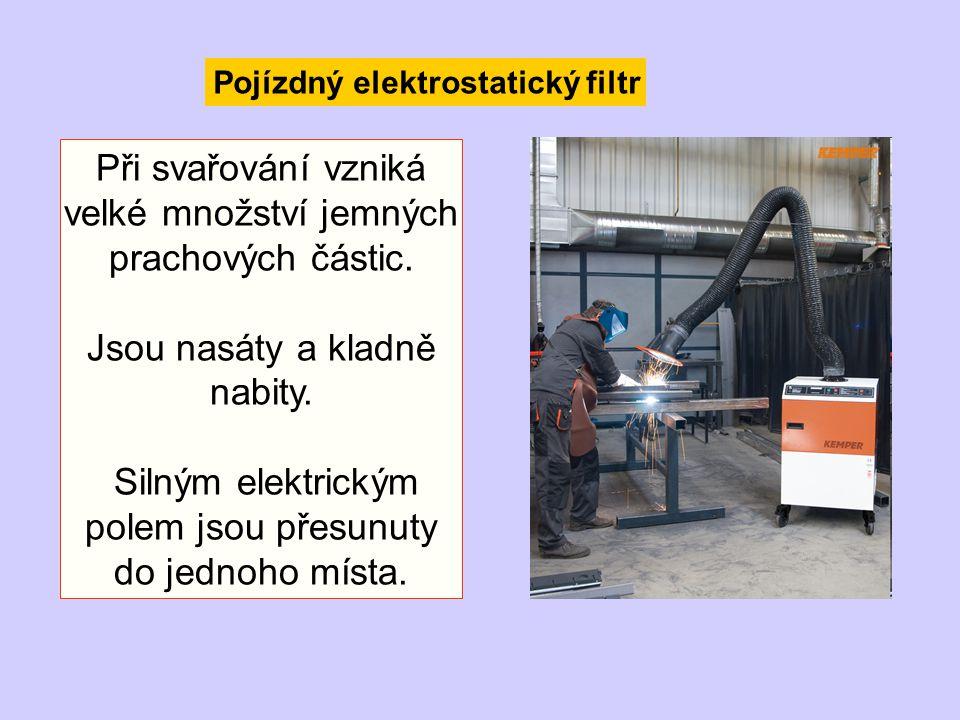 Pojízdný elektrostatický filtr Při svařování vzniká velké množství jemných prachových částic. Jsou nasáty a kladně nabity. Silným elektrickým polem js