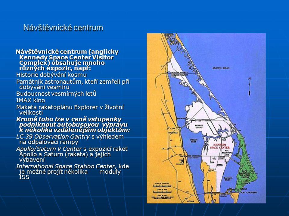 Návštěvnické centrum Návštěvnické centrum (anglicky Kennedy Space Center Visitor Complex) obsahuje mnoho různých expozic, např: Návštěvnické centrum (anglicky Kennedy Space Center Visitor Complex) obsahuje mnoho různých expozic, např: Historie dobývání kosmu Historie dobývání kosmu Památník astronautům, kteří zemřeli při dobývání vesmíru Památník astronautům, kteří zemřeli při dobývání vesmíru Budoucnost vesmírných letů Budoucnost vesmírných letů IMAX kino IMAX kino Maketa raketoplánu Explorer v životní velikosti Maketa raketoplánu Explorer v životní velikosti Kromě toho lze v ceně vstupenky podniknout autobusovou výpravu k několika vzdálenějším objektům: Kromě toho lze v ceně vstupenky podniknout autobusovou výpravu k několika vzdálenějším objektům: LC 39 Observation Gantry s výhledem na odpalovací rampy LC 39 Observation Gantry s výhledem na odpalovací rampy Apollo/Saturn V Center s expozicí raket Apollo a Saturn (raketa) a jejich vybavení Apollo/Saturn V Center s expozicí raket Apollo a Saturn (raketa) a jejich vybavení International Space Station Center, kde je možné projít několika moduly ISS International Space Station Center, kde je možné projít několika moduly ISS