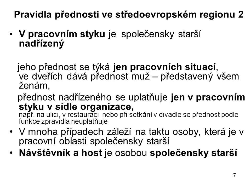 7 Pravidla přednosti ve středoevropském regionu 2 V pracovním styku je společensky starší nadřízený jeho přednost se týká jen pracovních situací, ve d