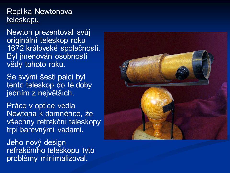 Replika Newtonova teleskopu Newton prezentoval svůj originální teleskop roku 1672 královské společnosti. Byl jmenován osobností vědy tohoto roku. Se s