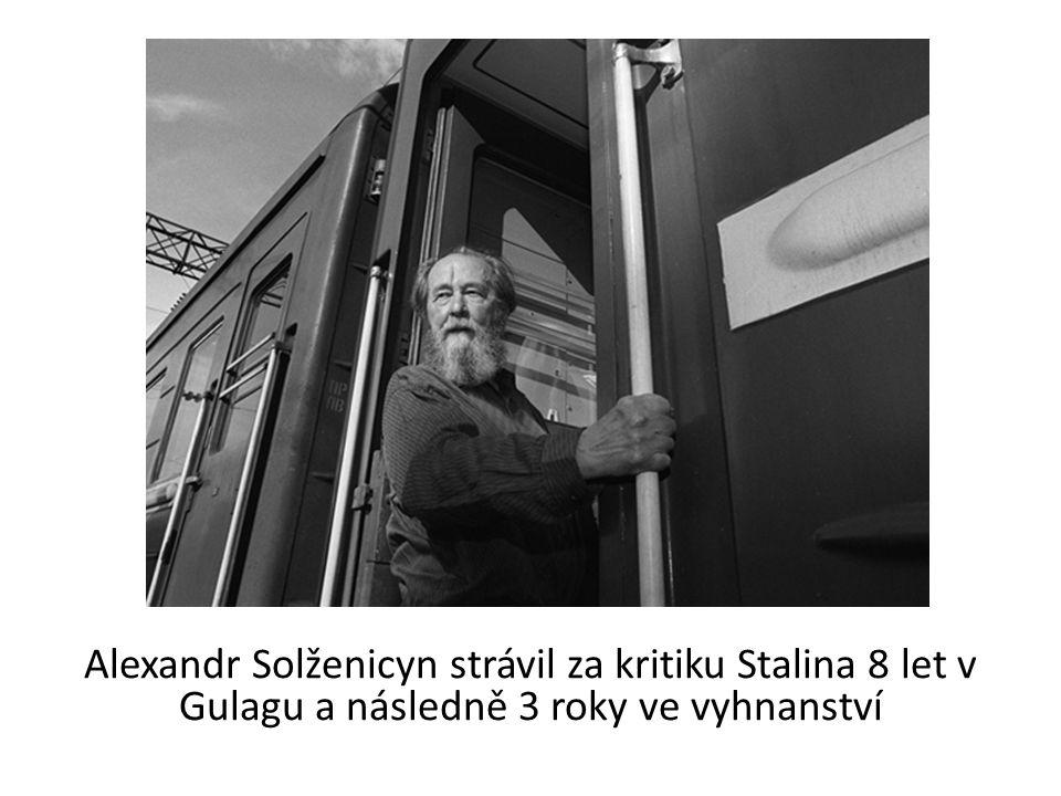 Alexandr Solženicyn strávil za kritiku Stalina 8 let v Gulagu a následně 3 roky ve vyhnanství