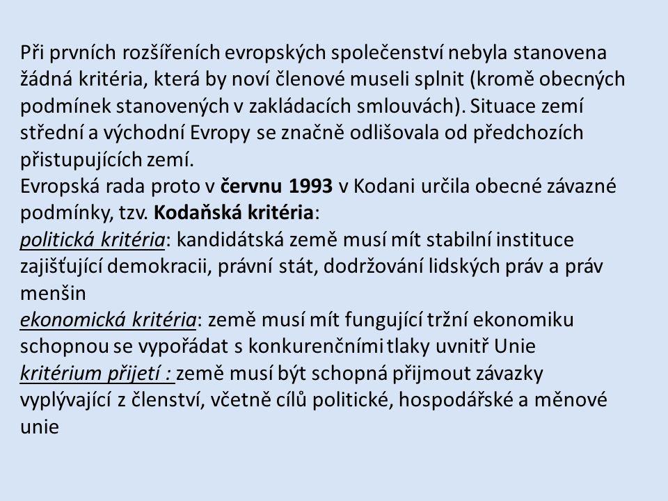Při prvních rozšířeních evropských společenství nebyla stanovena žádná kritéria, která by noví členové museli splnit (kromě obecných podmínek stanoven
