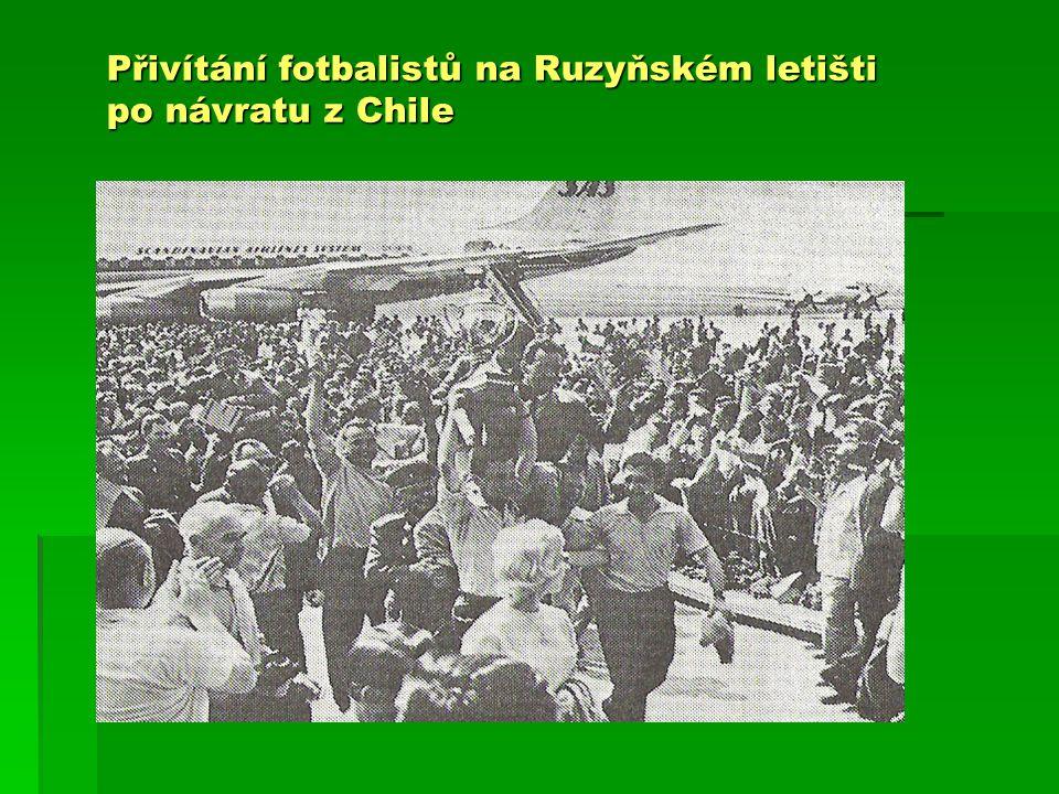 Přivítání fotbalistů na Ruzyňském letišti po návratu z Chile