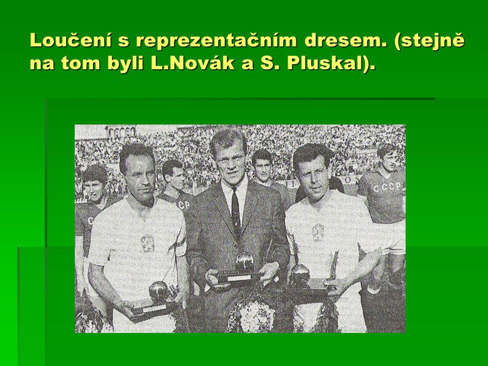 Loučení s reprezentačním dresem. (stejně na tom byli L.Novák a S. Pluskal).