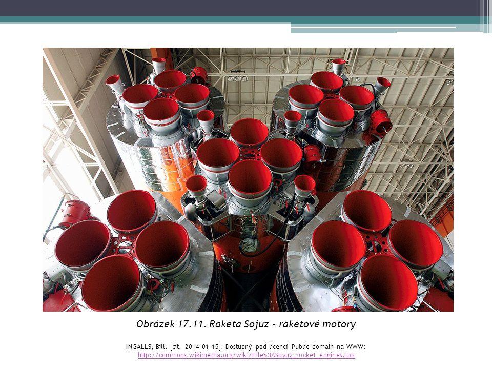 Obrázek 17.11. Raketa Sojuz – raketové motory INGALLS, Bill.  cit. 2014-01-15 . Dostupný pod licencí Public domain na WWW: http://commons.wikimedia.