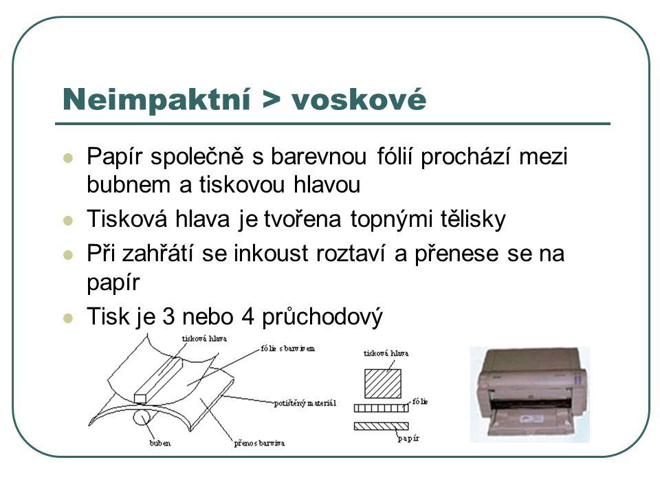 Neimpaktní > voskové Papír společně s barevnou fólií prochází mezi bubnem a tiskovou hlavou Tisková hlava je tvořena topnými tělisky Při zahřátí se in