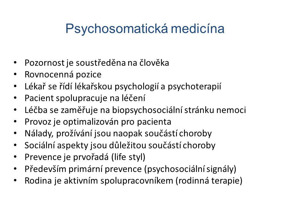 Pozornost je soustředěna na člověka Rovnocenná pozice Lékař se řídí lékařskou psychologií a psychoterapií Pacient spolupracuje na léčení Léčba se zamě