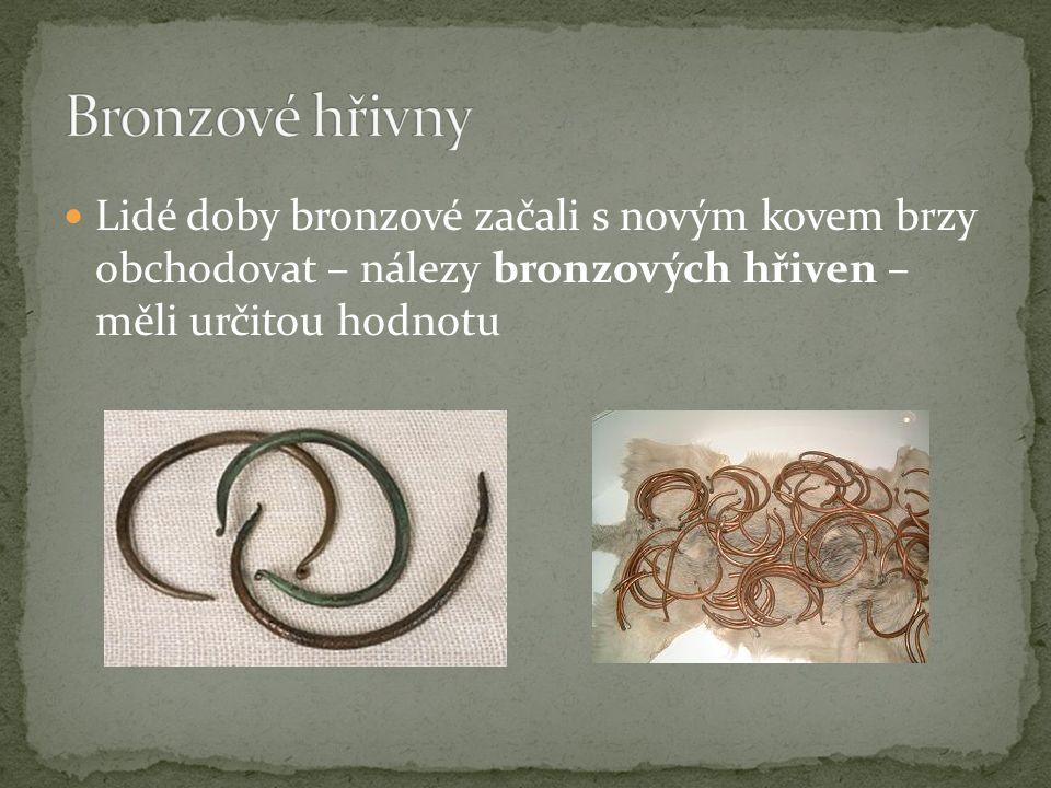 Lidé doby bronzové začali s novým kovem brzy obchodovat – nálezy bronzových hřiven – měli určitou hodnotu