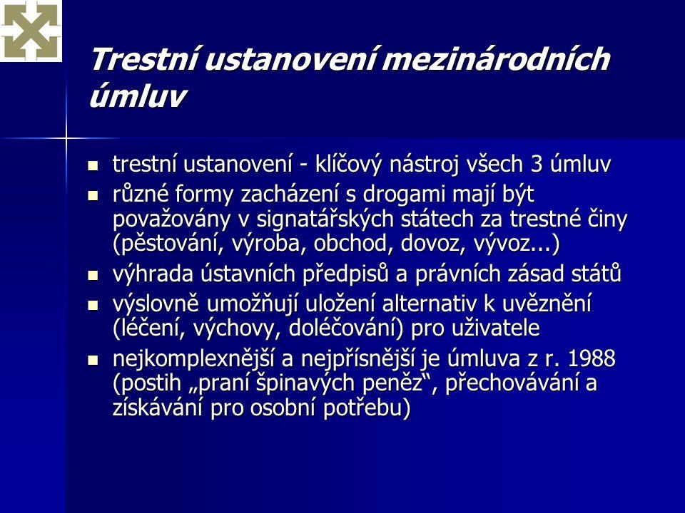 Testování moči a vyhledávání drog pomocí psů ve školách Závěry jednání zástupců MŠMT, MV, MZ, sRVKPP (3/2003): Závěry jednání zástupců MŠMT, MV, MZ, sRVKPP (3/2003): –nevhodná intervence, nejde o primární prevenci –možné jen v mimořádných případech důvodného podezření (užití přímo ve škole, je pod vlivem a nemůže se účastnit odborného výcviku/vyučování či podezření ze spáchání závažného trestného činu) a dle platných předpisů –pouze testy prováděné ve zdravotnických zařízeních jsou prokazatelné –nalezení podezřelé látky – prohledání jen konkrétního žáka, předání drogy policii –akutní zdravotní nebezpečí – přivolání lékaře, v ostatních případech – poslat žáka domů (u nezletilých souhlas rodičů)