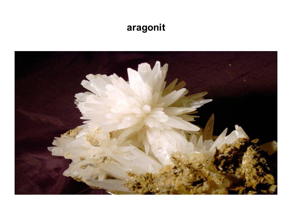 formy SiO2 používané v průmyslu křemenné sklo vysoká tepelná odolnost, propustnost pro ultrafialové záření, chemická netečnost užití – výroba laboratorního skla silikagel amorfní forma SiO2 sušidlo potravinářský průmysl ( prostředek proti spékání kakaa, prášků ovocných šťáv, koření atd.)