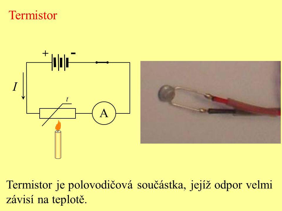 - volné částice s nábojem v polovodiči – elektrony a díry - počet párů e + d v polovodičích roste s teplotou -při určité teplotě - dynamická rovnováha mezi počtem párů e + d, které generací vznikají a rekombinací zanikají  celková koncentrace volných nosičů náboje je konstantní Hustota volných elektronů a děr v čistém křemíku při běžné teplotě:  d =  e = 6,8.10 16 m -3 Připojíme-li ke krystalu křemíku stejnosměrné napětí, začne obvodem procházet proud.