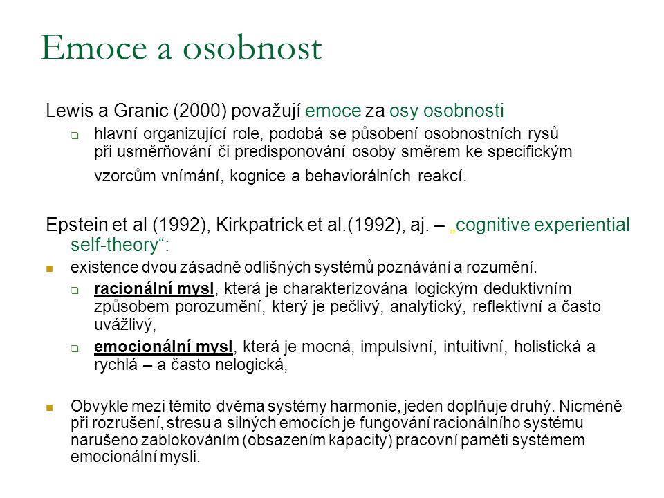 Lewis a Granic (2000) považují emoce za osy osobnosti  hlavní organizující role, podobá se působení osobnostních rysů při usměrňování či predisponová
