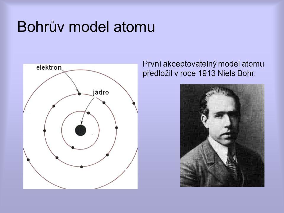 Kvantově mechanický model atomu popisuje každý elektron v atomu čtyřmi kvantovými čísly: 1.Hlavním kvantovým číslem n, slupky K (n = 1); L (n = 2); M (n = 3); N (n = 4); O (n = 5); P (n = 6) 2.Orbitálním kvantovým číslem l, kde l = 0, 1, 2, 3,...