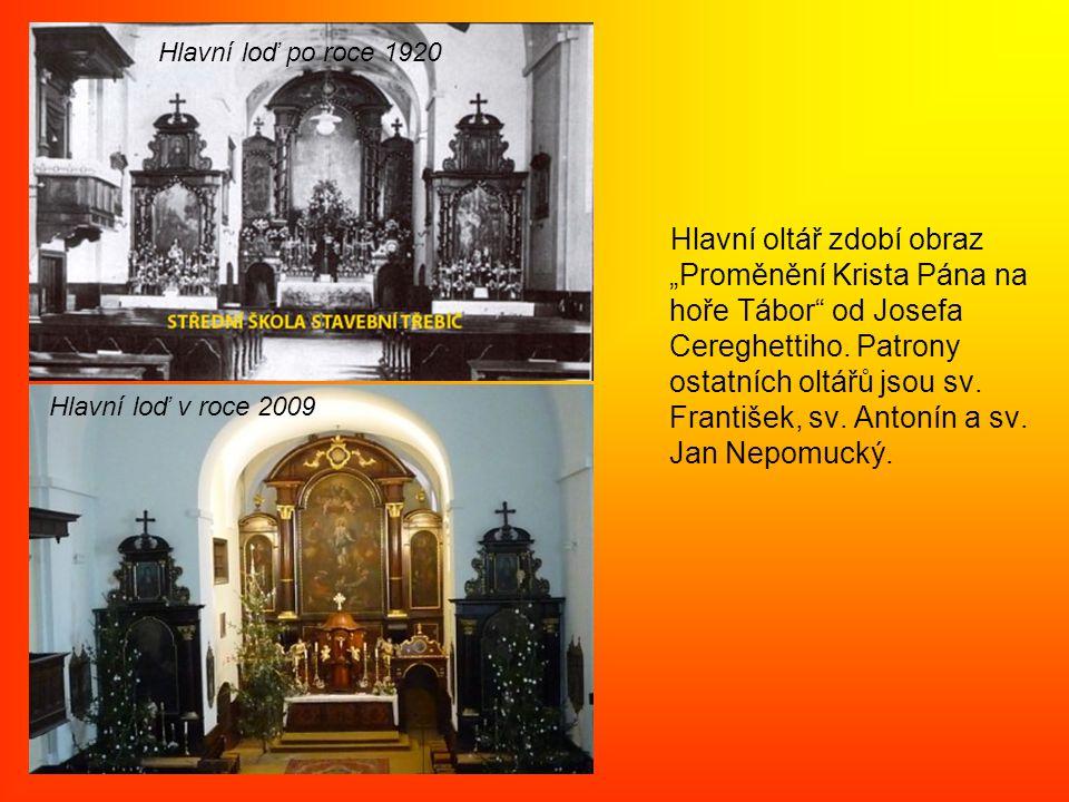 """Hlavní oltář zdobí obraz """"Proměnění Krista Pána na hoře Tábor od Josefa Cereghettiho."""