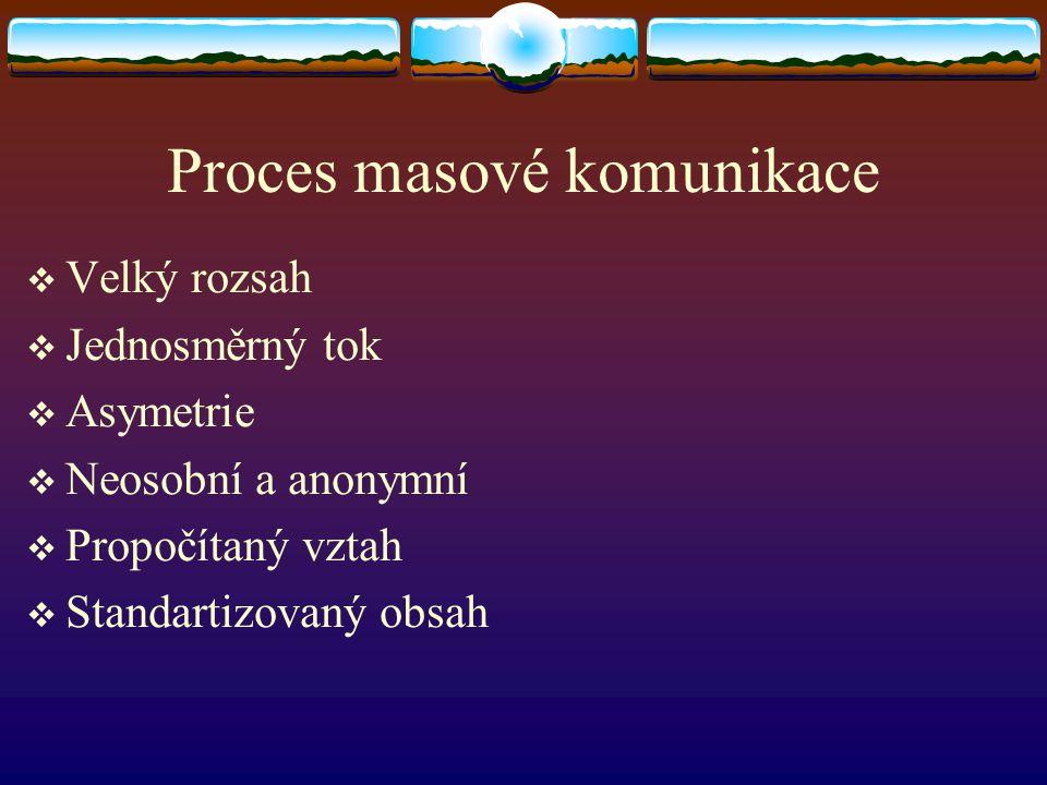 Proces masové komunikace  Velký rozsah  Jednosměrný tok  Asymetrie  Neosobní a anonymní  Propočítaný vztah  Standartizovaný obsah