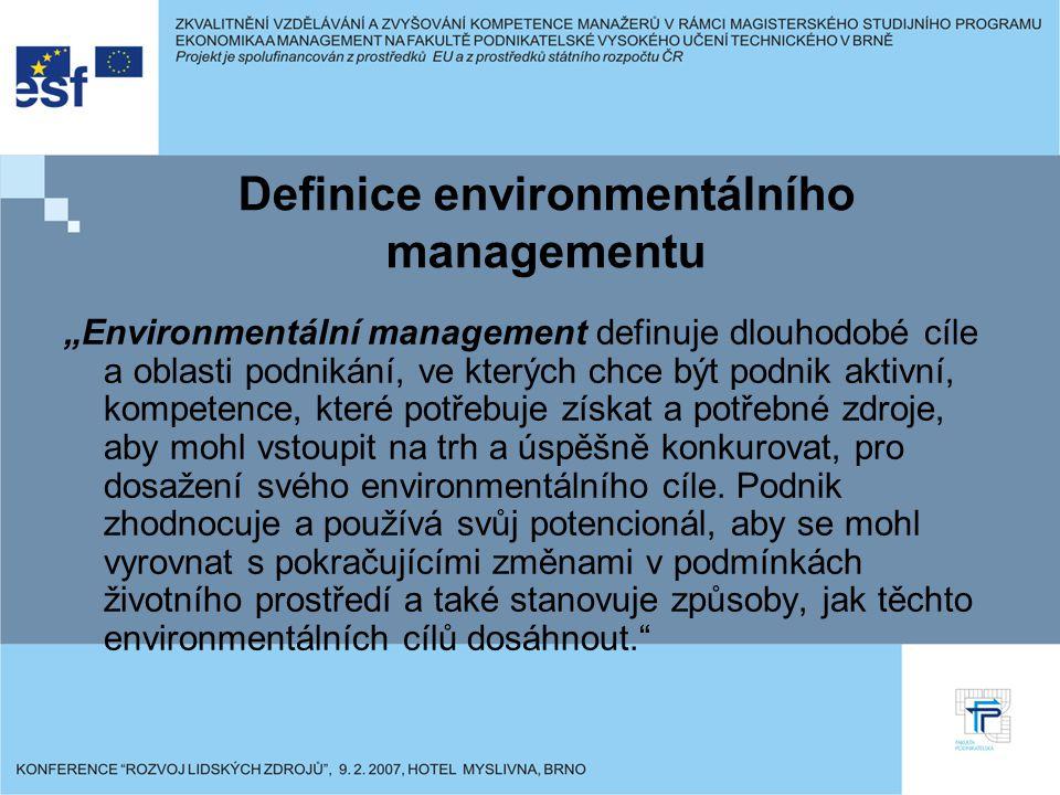 """Definice environmentálního managementu """"Environmentální management definuje dlouhodobé cíle a oblasti podnikání, ve kterých chce být podnik aktivní, kompetence, které potřebuje získat a potřebné zdroje, aby mohl vstoupit na trh a úspěšně konkurovat, pro dosažení svého environmentálního cíle."""