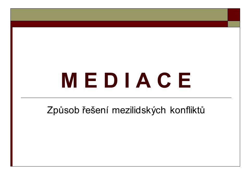 Mediace : Je neformální, strukturovaný proces řešení konfliktů.