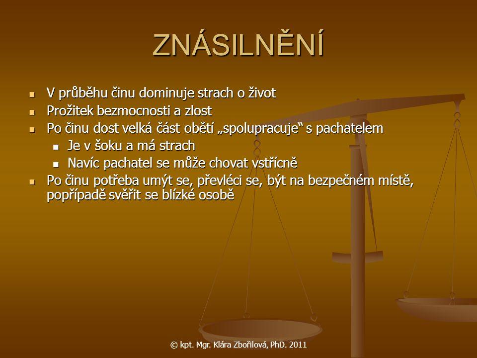© kpt. Mgr. Klára Zbořilová, PhD. 2011 ZNÁSILNĚNÍ V průběhu činu dominuje strach o život V průběhu činu dominuje strach o život Prožitek bezmocnosti a