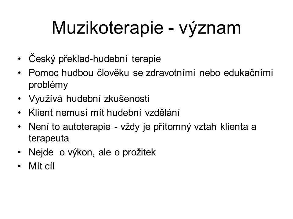 Muzikoterapie - význam Český překlad-hudební terapie Pomoc hudbou člověku se zdravotními nebo edukačními problémy Využívá hudební zkušenosti Klient ne