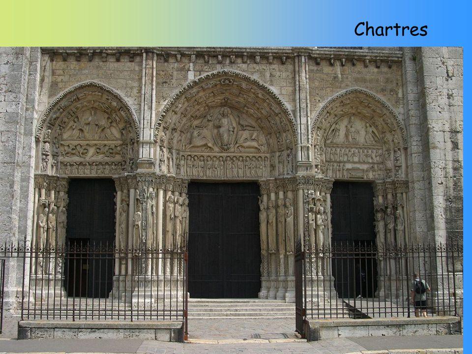 Znaky architektury Vertikalismus - vyjadřuje směřování za Bohem Lomený oblouk vývoj od širokého a méně lomeného až k vysokému ostře zalomenému používán v oknech, portálech a všech zdobných částech stavby, symbol sepjatých rukou k modlitbě Vnitřní opěrný systém, který se skládá z opěrného oblouku a opěrného sloupu.