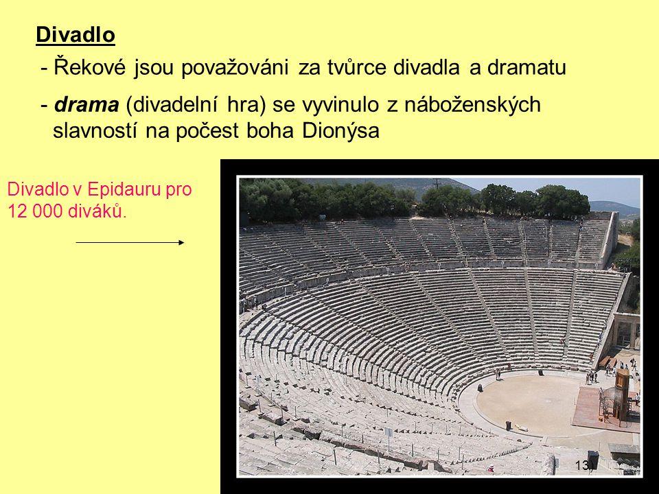 Divadlo Divadlo v Epidauru pro 12 000 diváků.