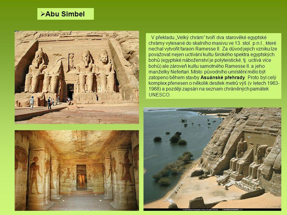 """ Abu Simbel V překladu """"Velký chrám"""" tvoří dva starověké egyptské chrámy vytesané do skalního masivu ve 13. stol. p.n.l., které nechal vytvořit farao"""