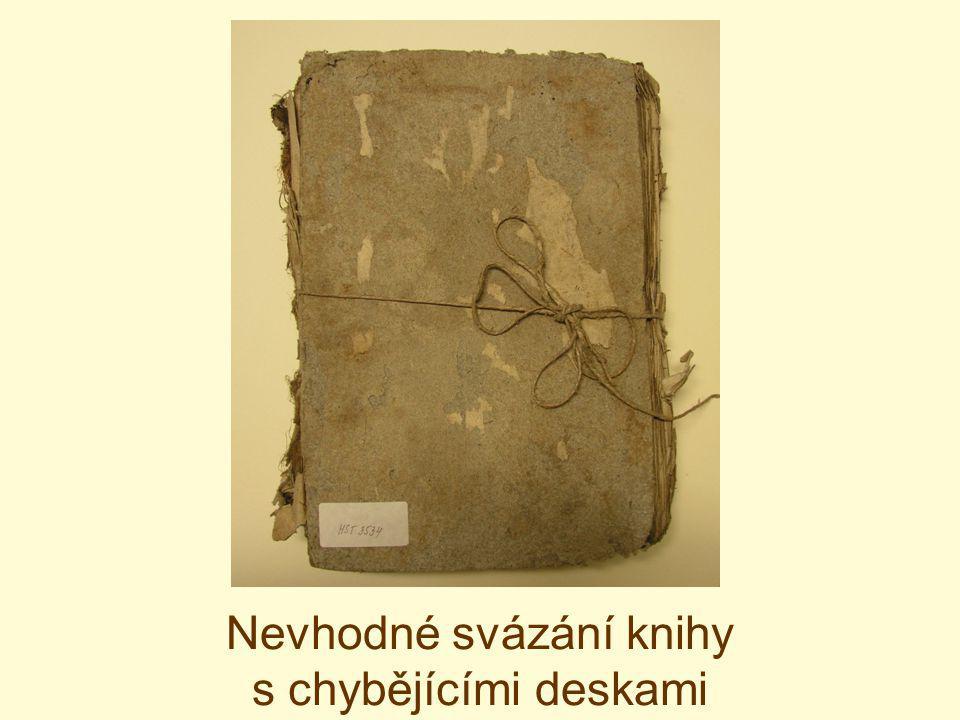Nevhodné svázání knihy s chybějícími deskami