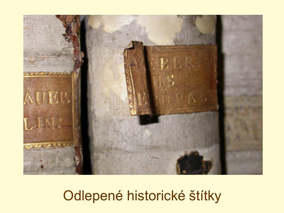 Odlepené historické štítky