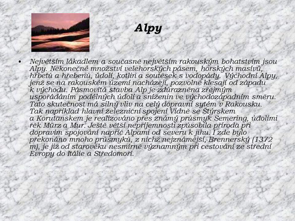Alpy Největším lákadlem a současně největším rakouským bohatstvím jsou Alpy. Nekonečné množství velehorských pásem, horských masívů, hřbetů a hřebenů,