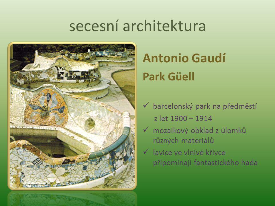 secesní architektura Antonio Gaudí Park Güell barcelonský park na předměstí z let 1900 – 1914 mozaikový obklad z úlomků různých materiálů lavice ve vl