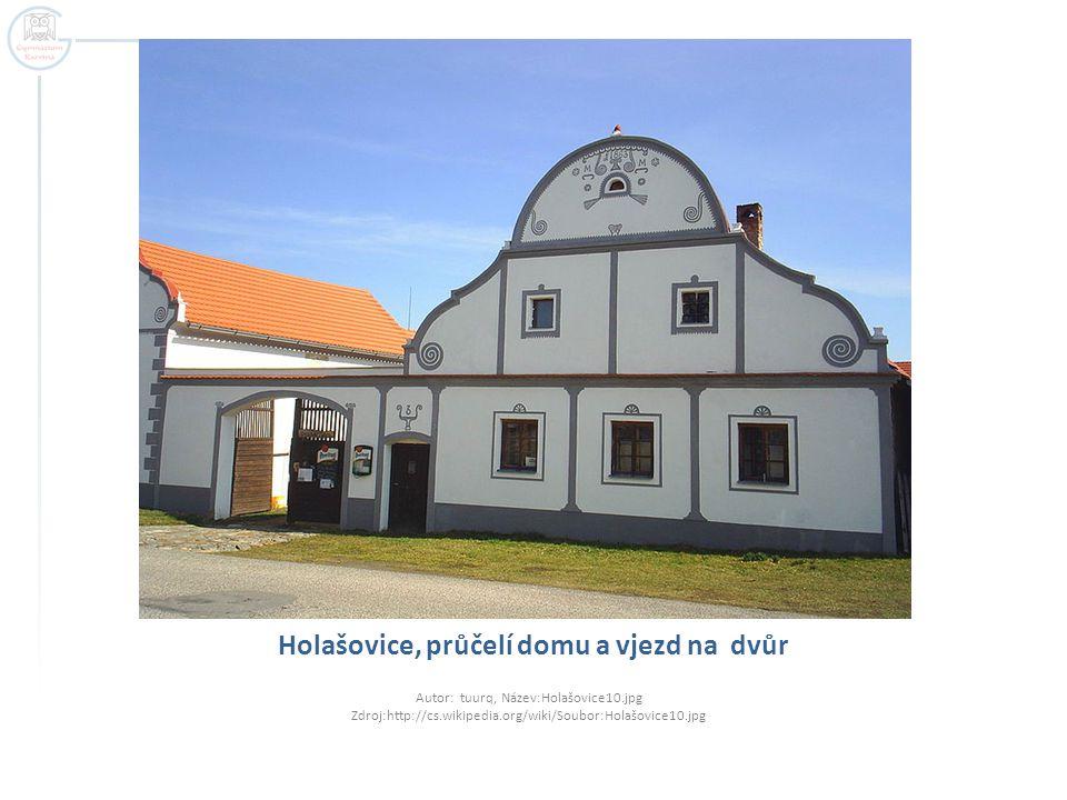 Holašovice, průčelí domu a vjezd na dvůr Autor: tuurq, Název:Holašovice10.jpg Zdroj:http://cs.wikipedia.org/wiki/Soubor:Holašovice10.jpg