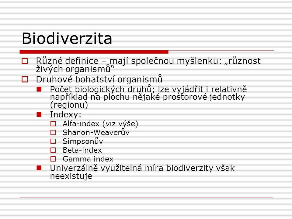 """Biodiverzita  Různé definice – mají společnou myšlenku: """"různost živých organismů""""  Druhové bohatství organismů Počet biologických druhů; lze vyjádř"""