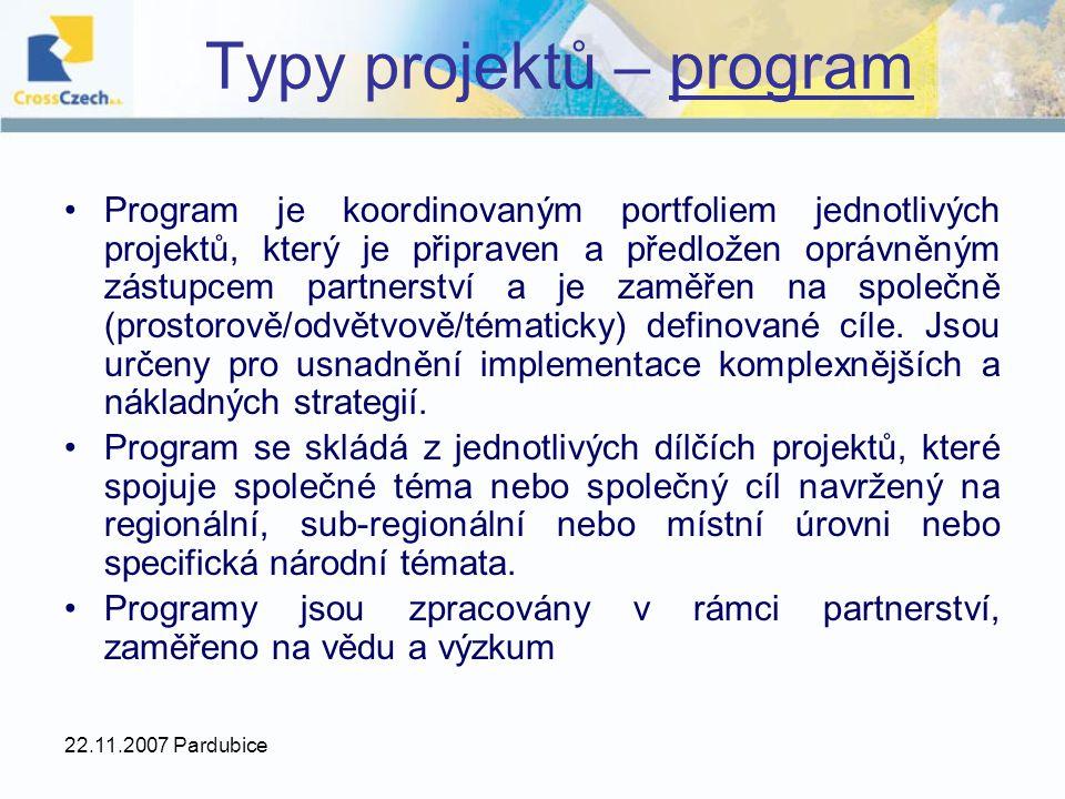 22.11.2007 Pardubice Program je koordinovaným portfoliem jednotlivých projektů, který je připraven a předložen oprávněným zástupcem partnerství a je zaměřen na společně (prostorově/odvětvově/tématicky) definované cíle.