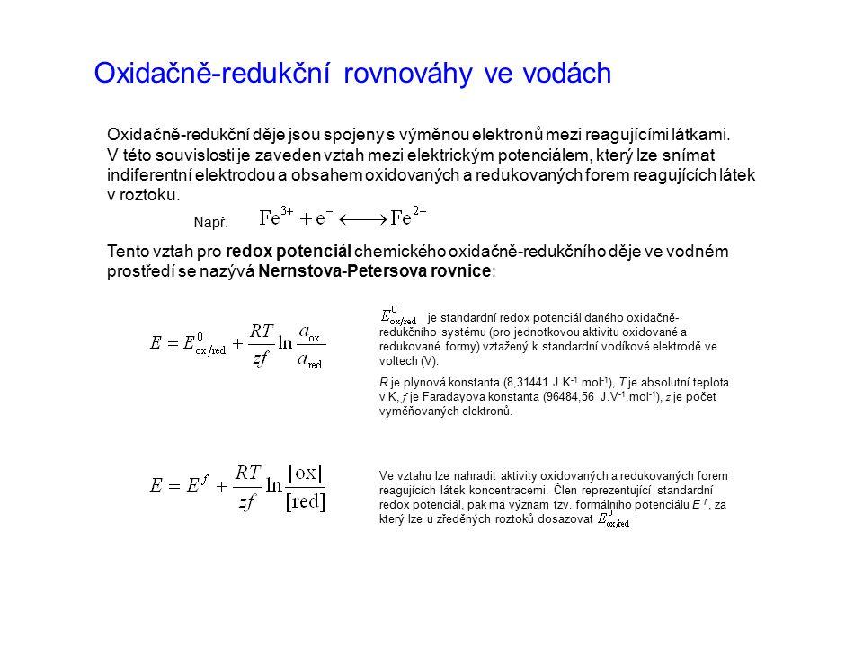 Oxidačně-redukční rovnováhy ve vodách Oxidačně-redukční děje jsou spojeny s výměnou elektronů mezi reagujícími látkami. V této souvislosti je zaveden