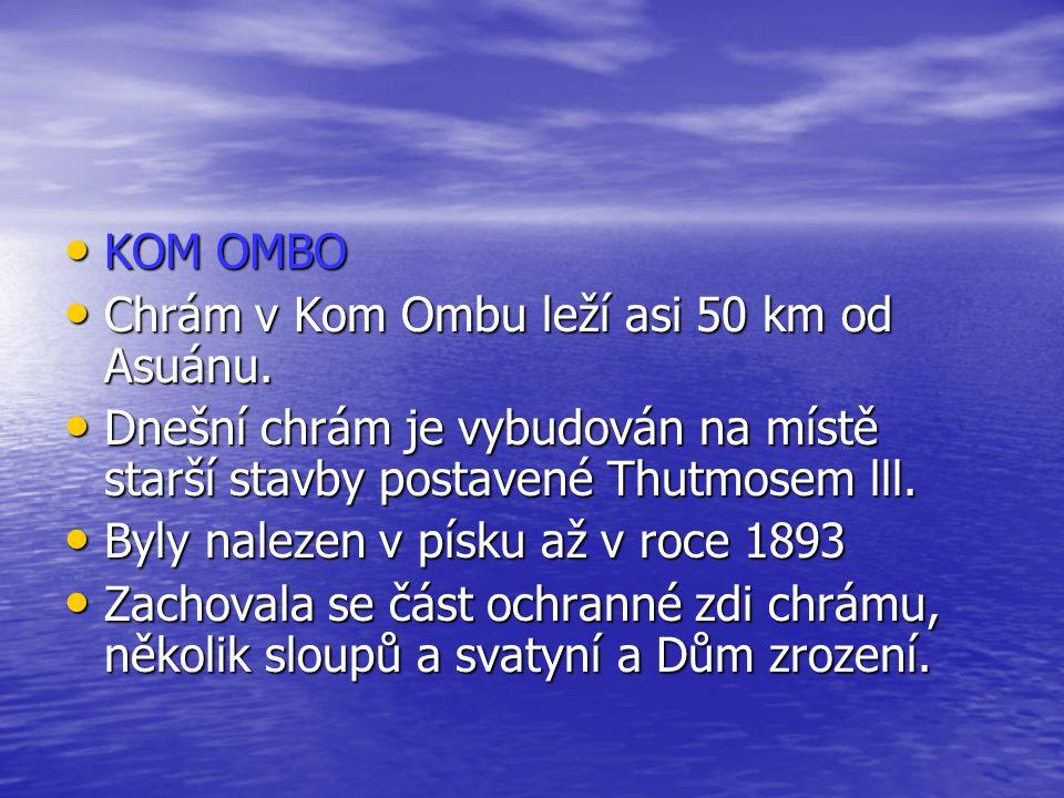 KOM OMBO KOM OMBO Chrám v Kom Ombu leží asi 50 km od Asuánu. Chrám v Kom Ombu leží asi 50 km od Asuánu. Dnešní chrám je vybudován na místě starší stav