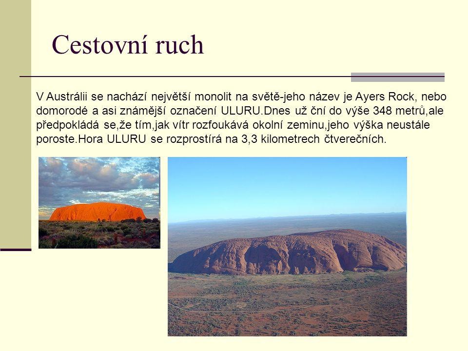 Cestovní ruch V Austrálii se nachází největší monolit na světě-jeho název je Ayers Rock, nebo domorodé a asi známější označení ULURU.Dnes už ční do vý