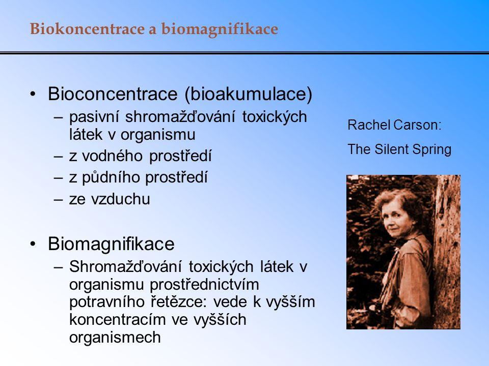 Biokoncentrace a biomagnifikace Bioconcentrace (bioakumulace) –pasivní shromažďování toxických látek v organismu –z vodného prostředí –z půdního prost