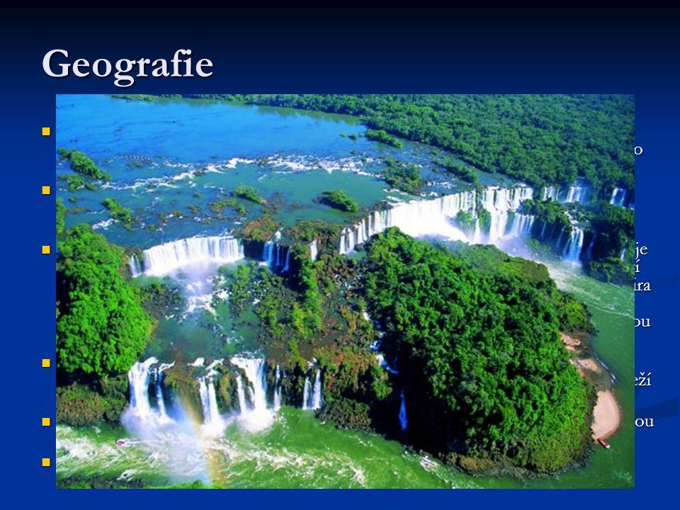 Geografie Brazílii tvoří dvě velké geografické oblasti: Rozsáhlá Amazonská nížina s největším říčním systémem světa zaujímá sever a západ. Na jihových