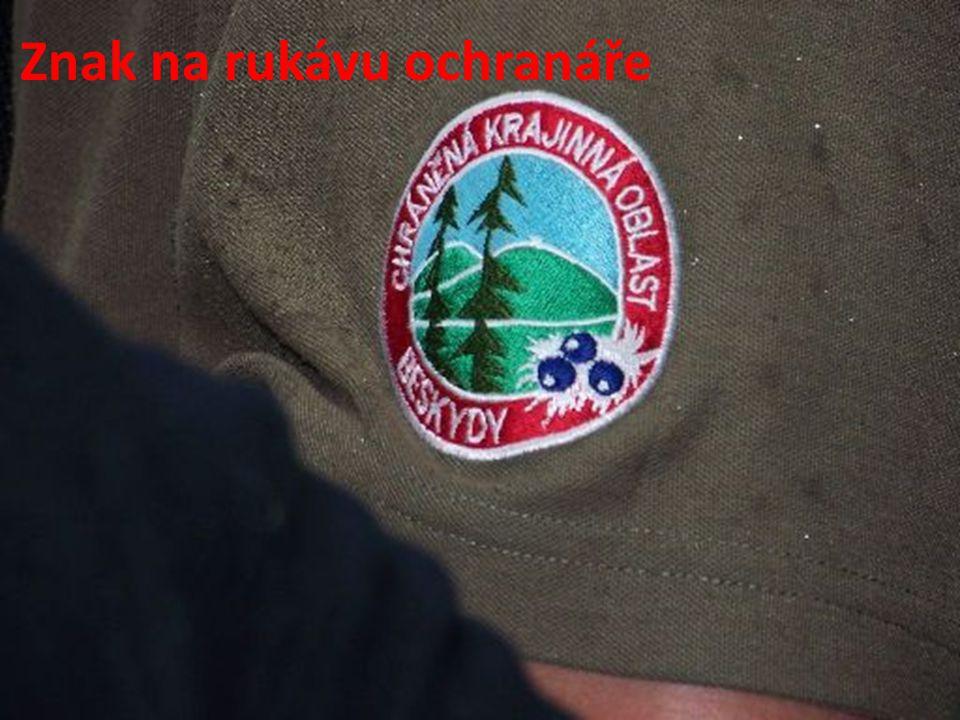 Znak na rukávu ochranáře