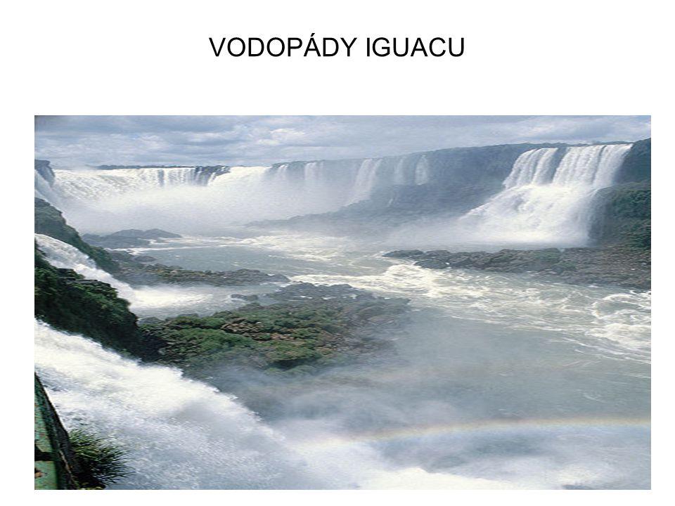 PŘÍRODNÍ DIV SVĚTA HRANICE BRAZÍLIE A ARGENTINY NEJVODNATĚJŠÍ VODOPÁDY SVĚTA DÉLKA 2,7 KM, 270 VODOPÁDŮ, HLOUBKA 70 M SEZNAM UNESCO PŘÍRODNÍ DĚDICTVÍ