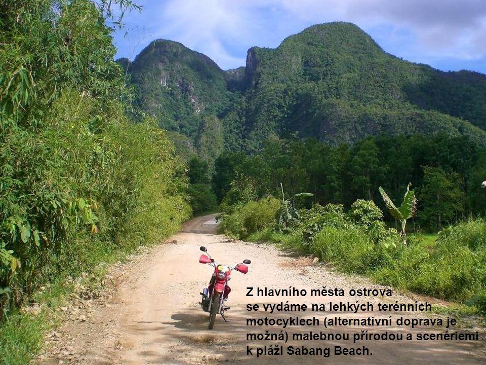 Z hlavního města ostrova se vydáme na lehkých terénních motocyklech (alternativní doprava je možná) malebnou přírodou a scenériemi k pláži Sabang Beach.