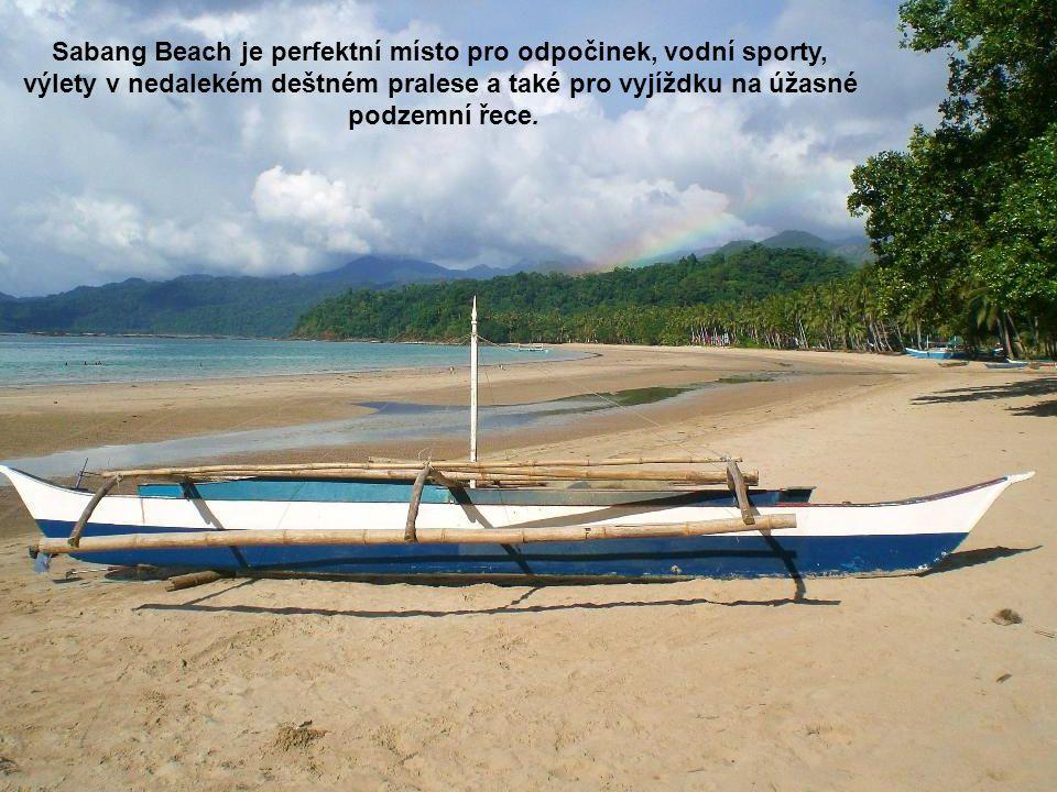 Sabang Beach je perfektní místo pro odpočinek, vodní sporty, výlety v nedalekém deštném pralese a také pro vyjíždku na úžasné podzemní řece.