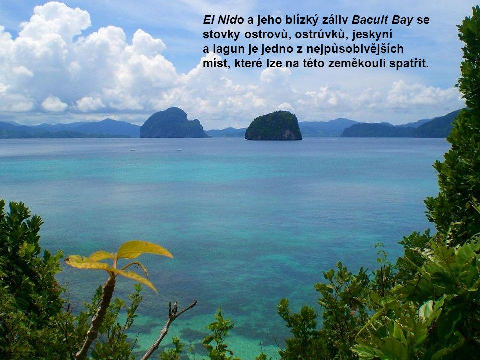 El Nido a jeho blízký záliv Bacuit Bay se stovky ostrovů, ostrůvků, jeskyní a lagun je jedno z nejpůsobivějších míst, které lze na této zeměkouli spatřit.
