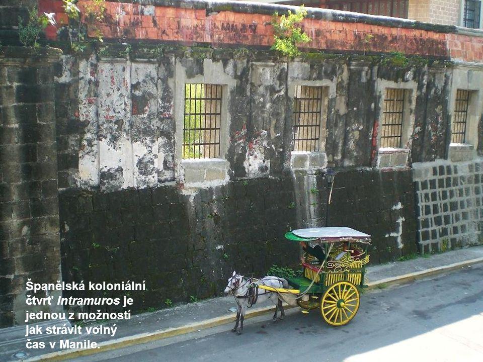 Španělská koloniální čtvrť Intramuros je jednou z možností jak strávit volný čas v Manile.