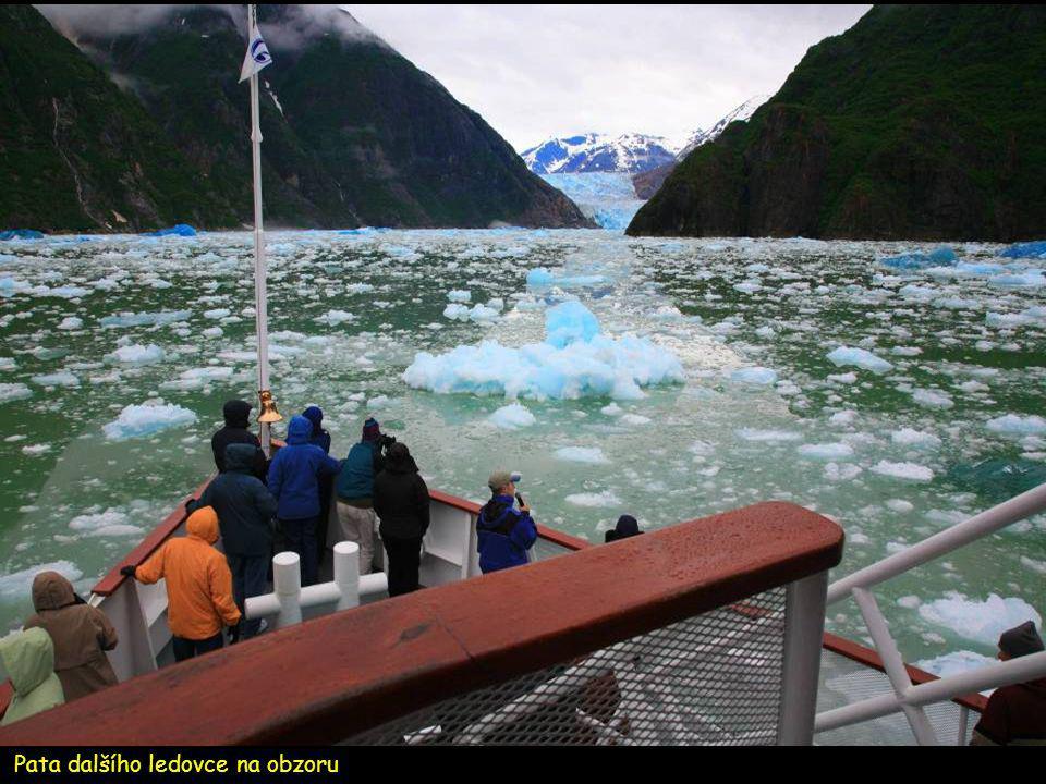 Tisíce let starý modrý led