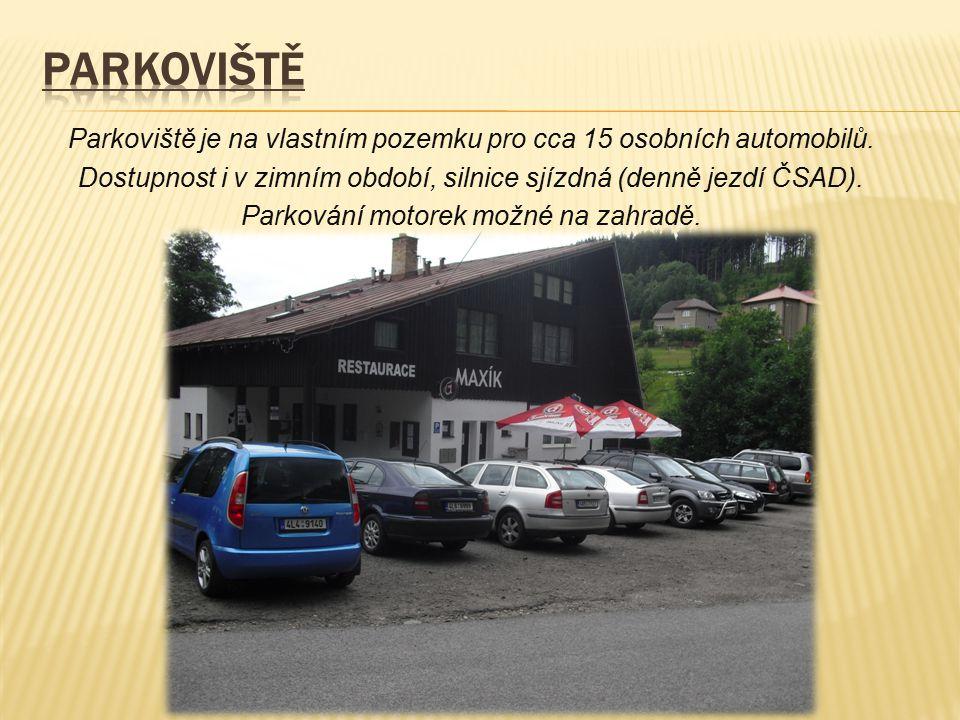 Parkoviště je na vlastním pozemku pro cca 15 osobních automobilů. Dostupnost i v zimním období, silnice sjízdná (denně jezdí ČSAD). Parkování motorek
